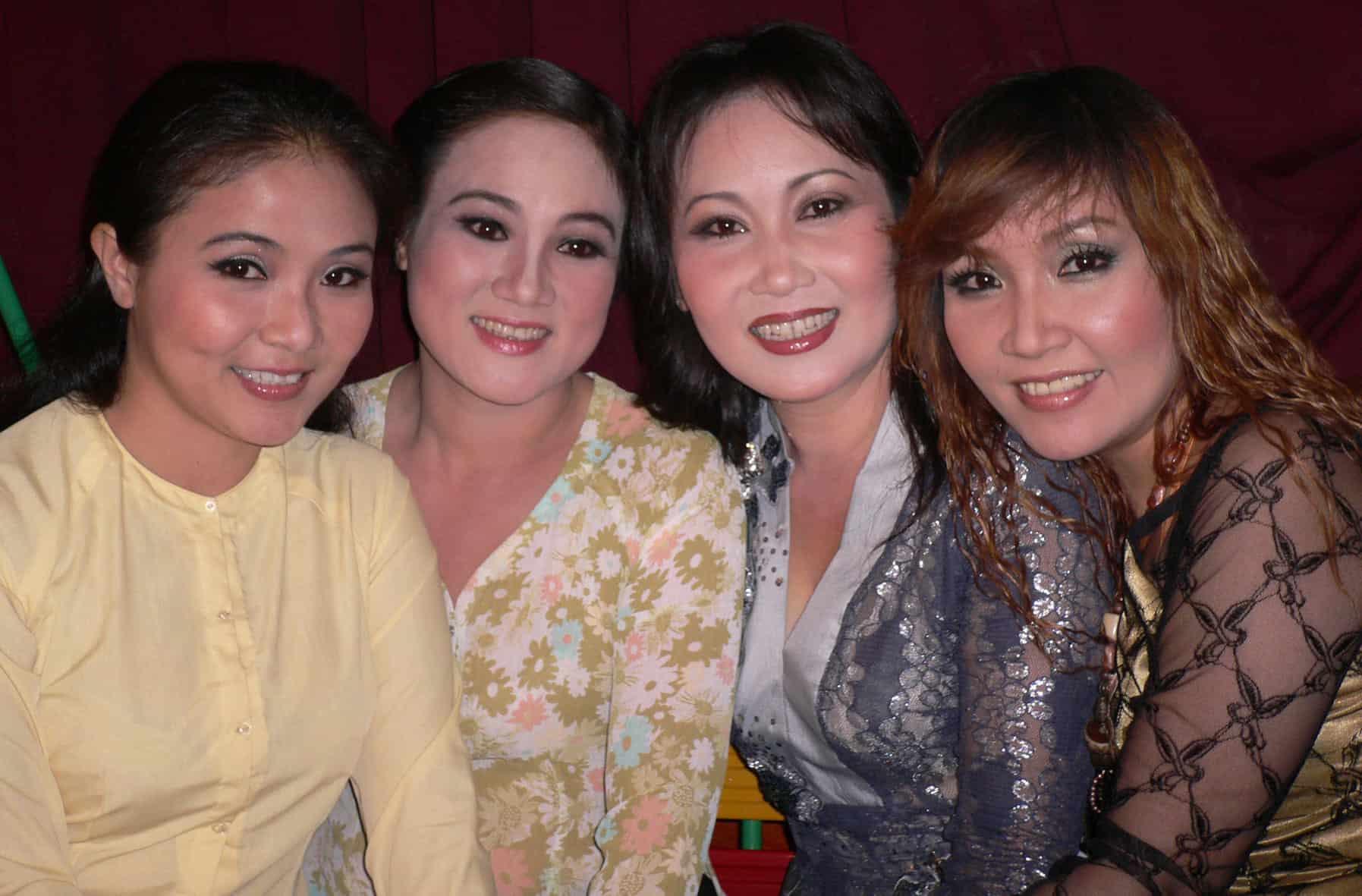 Bốn chị em (từ trái sang): Thanh Ngân, Thanh Ngọc, Thanh Hằng và Ngân Quỳnh