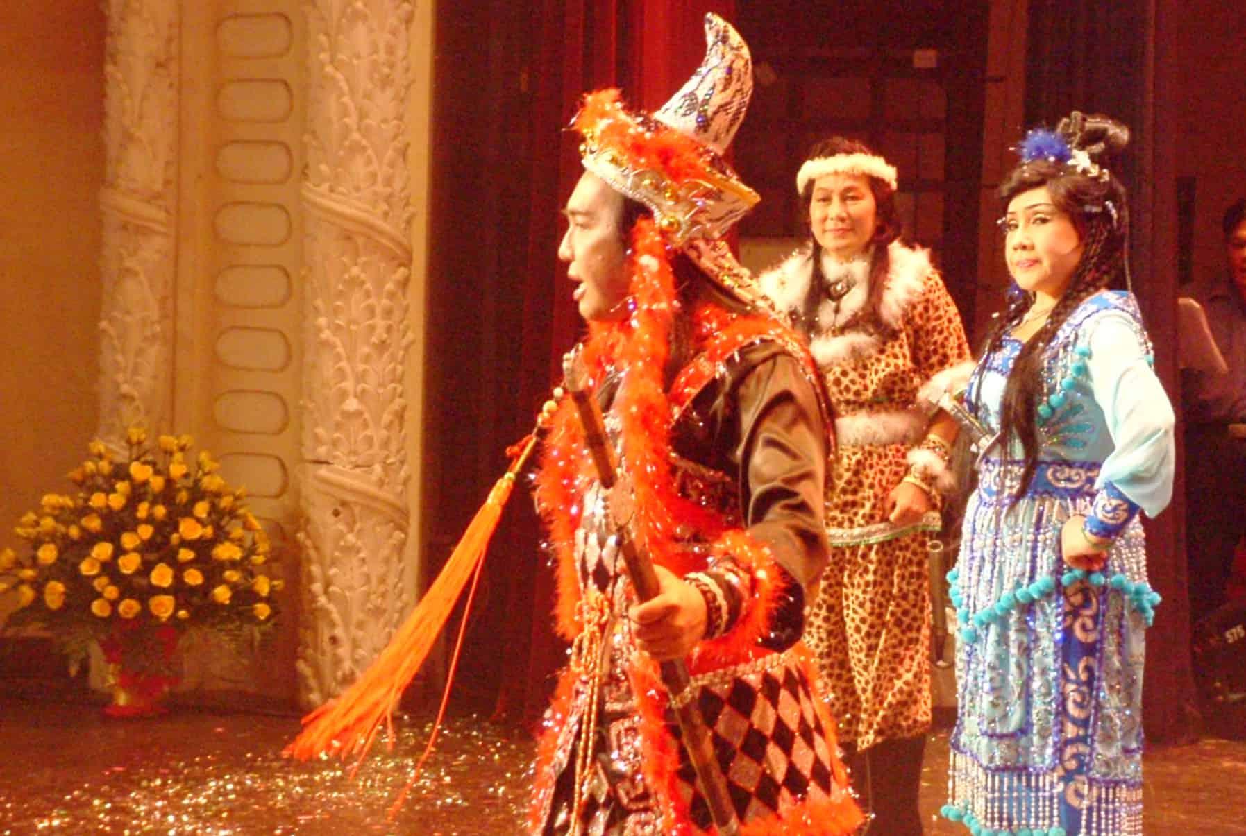 NSƯT Thanh Tuấn, Minh Phụng và NSND Lệ Thủy trong chương trình Làn điệu phương nam tại Nhà hát TP