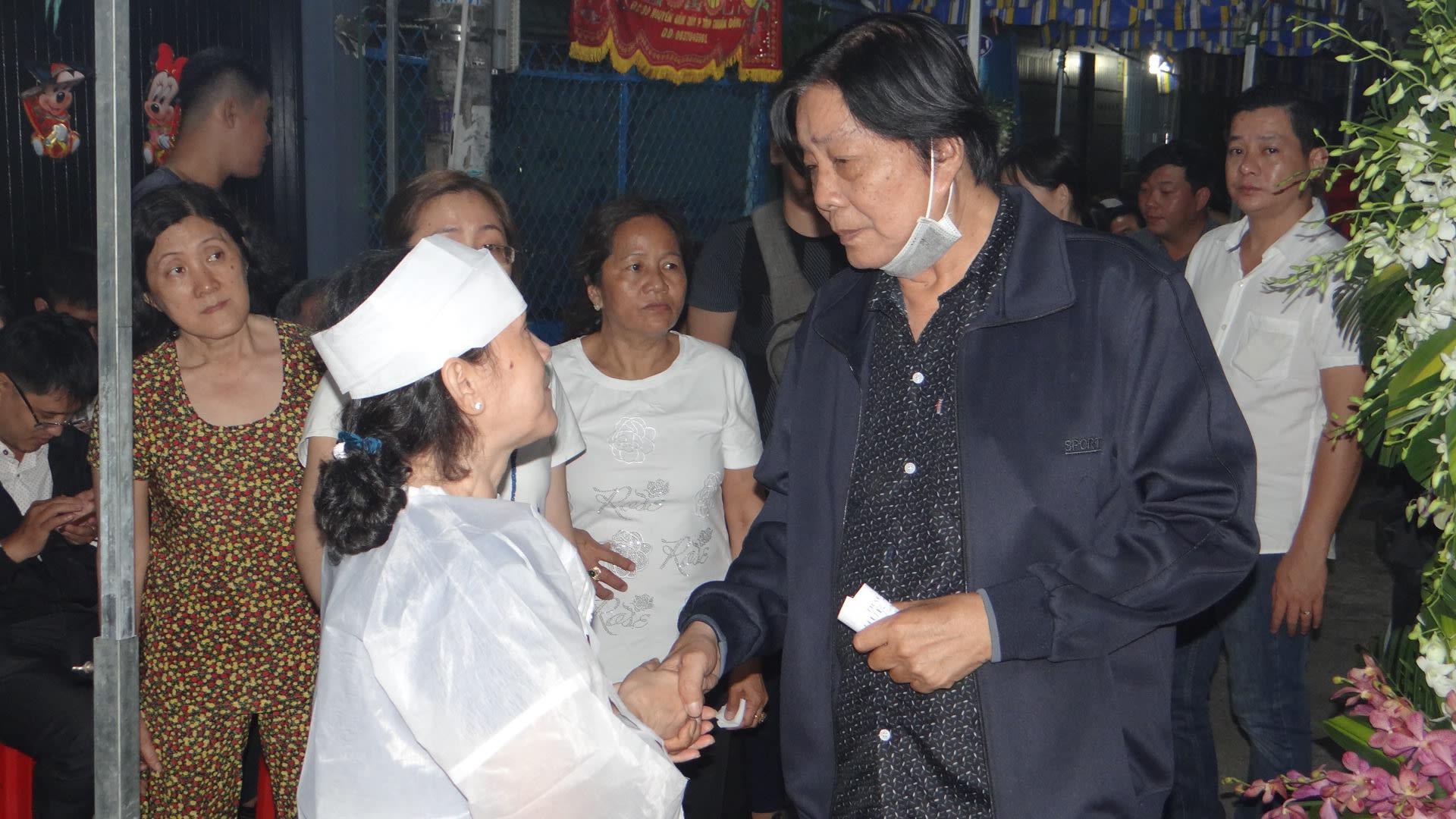 Khán giả ủng hộ 100 triệu đồng an táng NSƯT Chiêu Hùng - Ảnh 10.