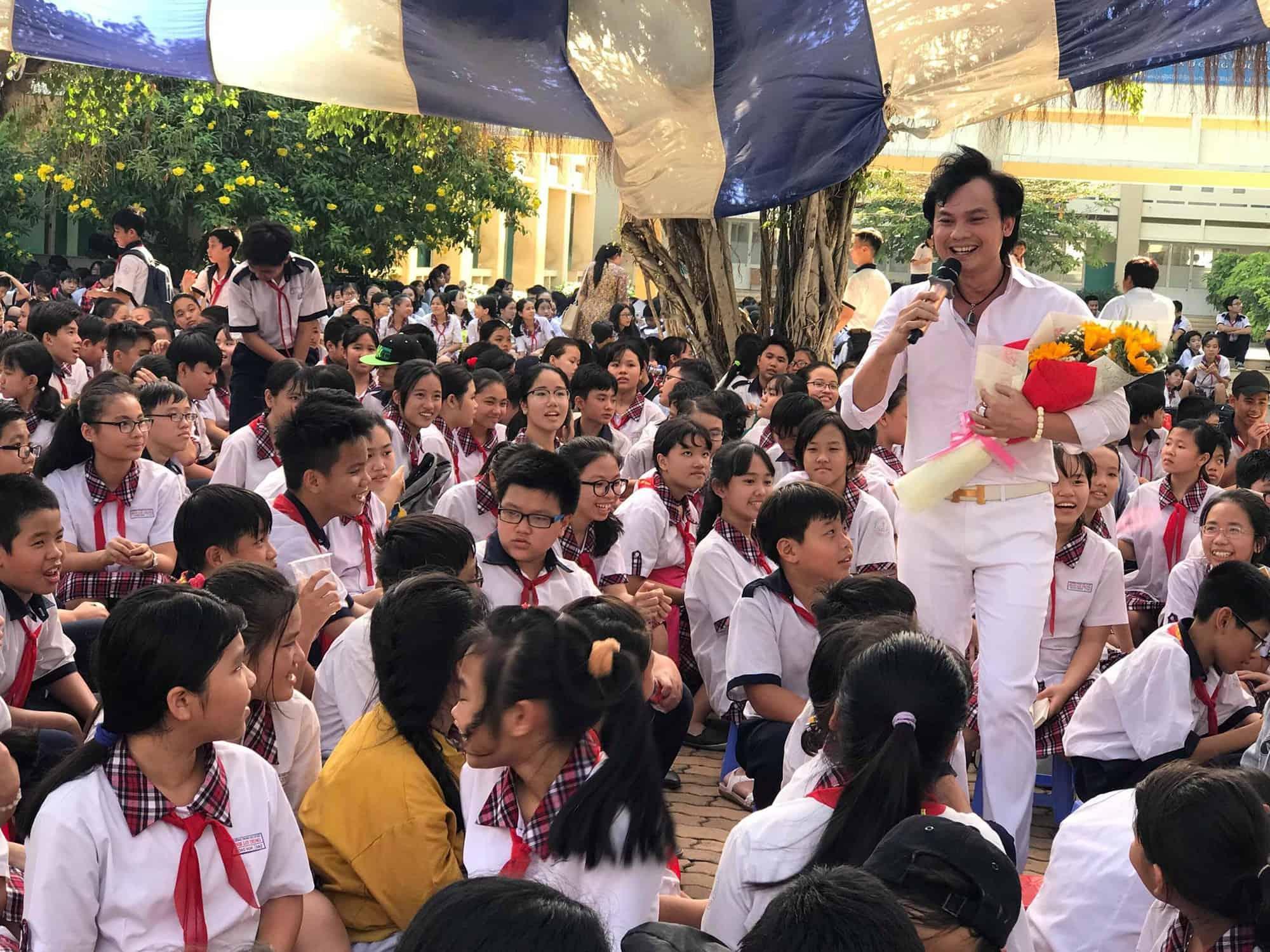 NSƯT Kim Tiểu Long giao lưu với học sinh Trường THCS Bình Lợi Trung - TP HCM