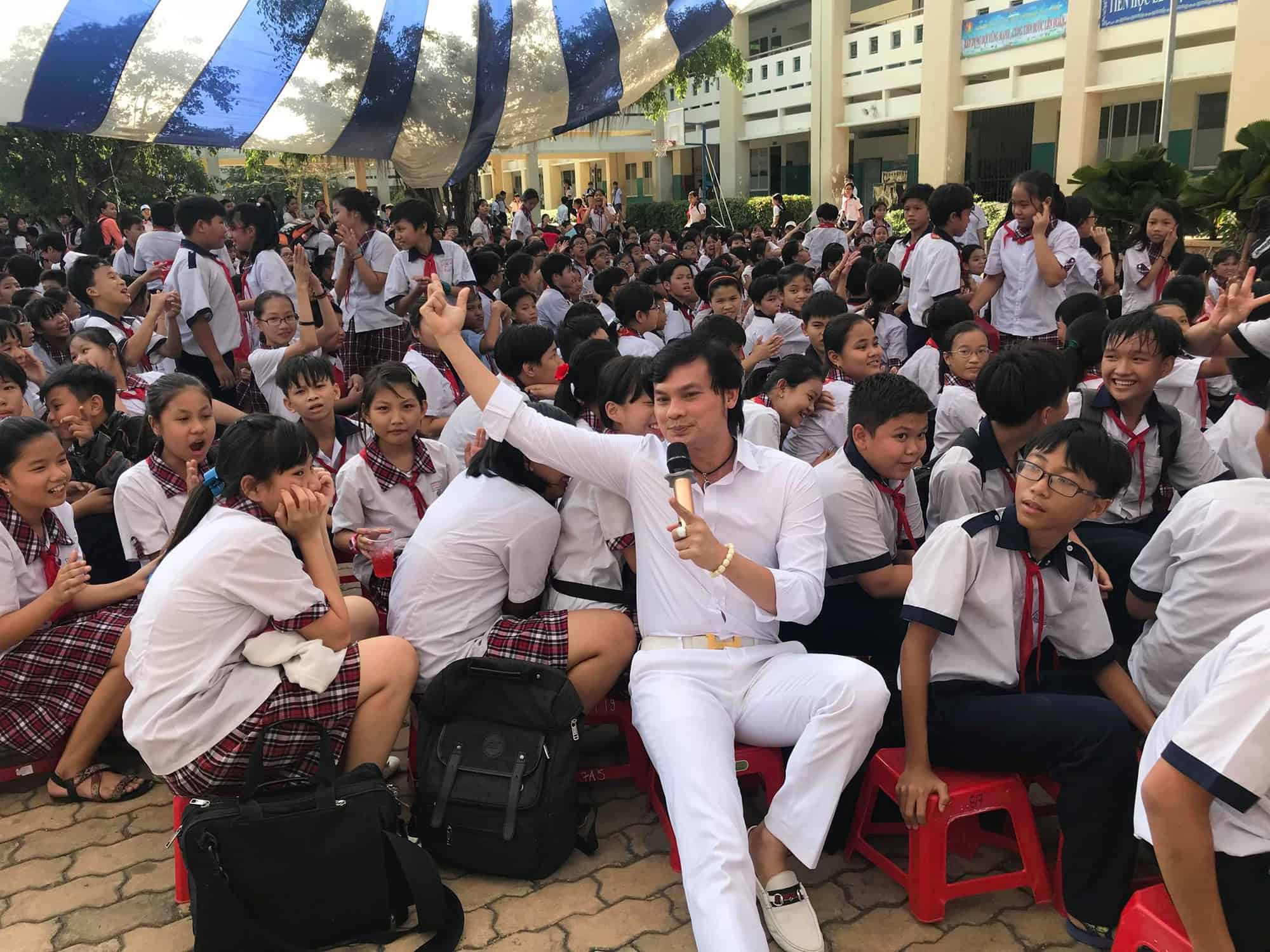NSƯT Kim Tiểu Long giao lưu với học sinh Trường THCS Bình Lợi Trung