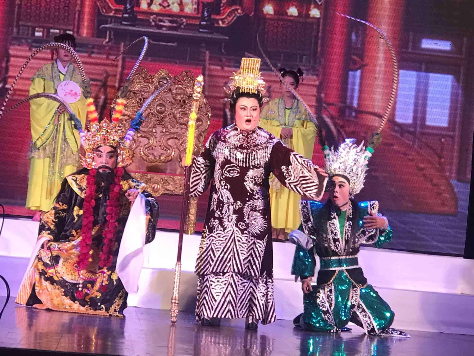 Nghệ sĩ Phạm Huyền Trâm hút hồn khán giả mê tuồng cổ - Ảnh 1.