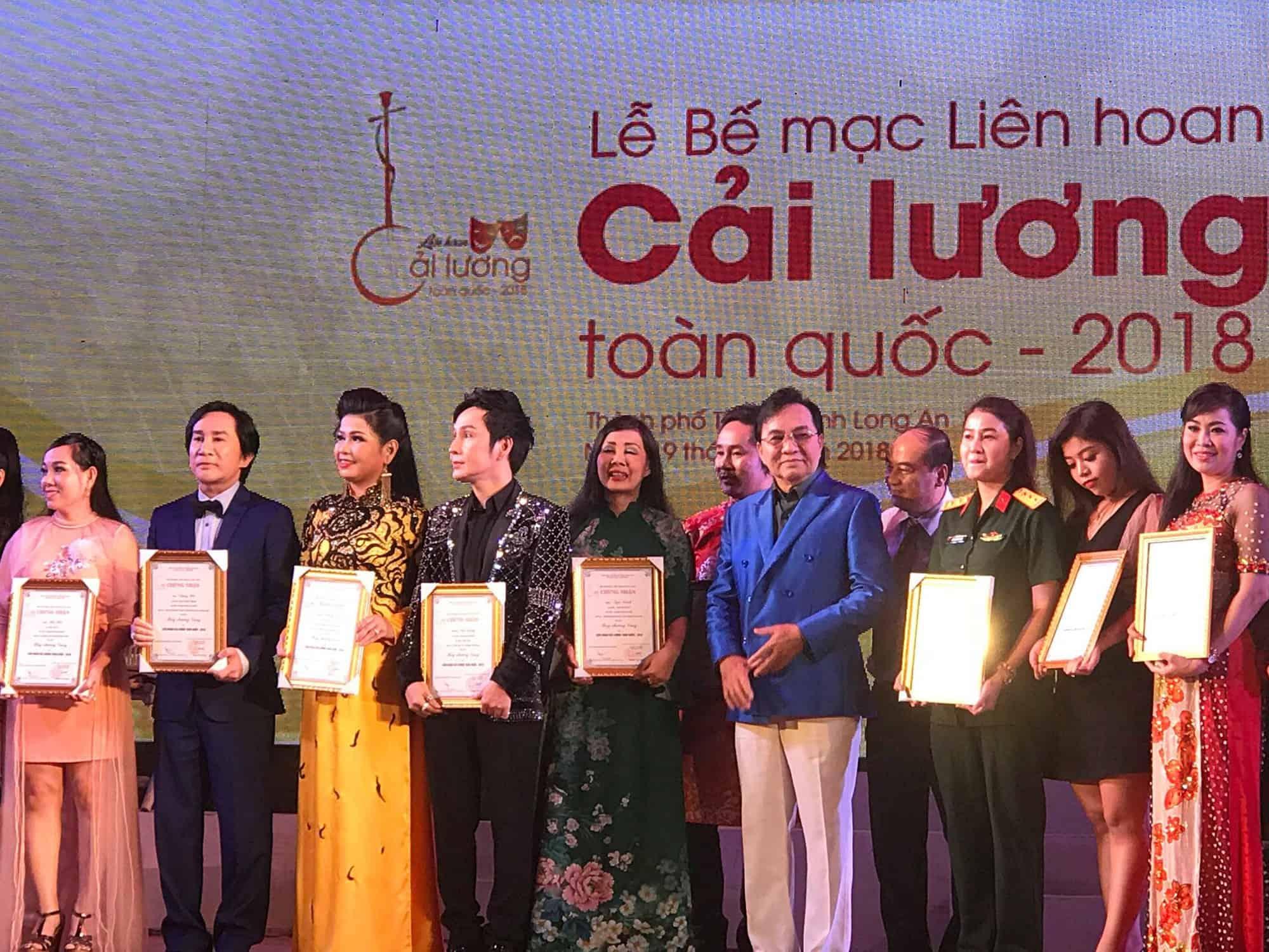 NSƯT Thanh Tuấn chúc mừng các nghệ sĩ đoạt HCV