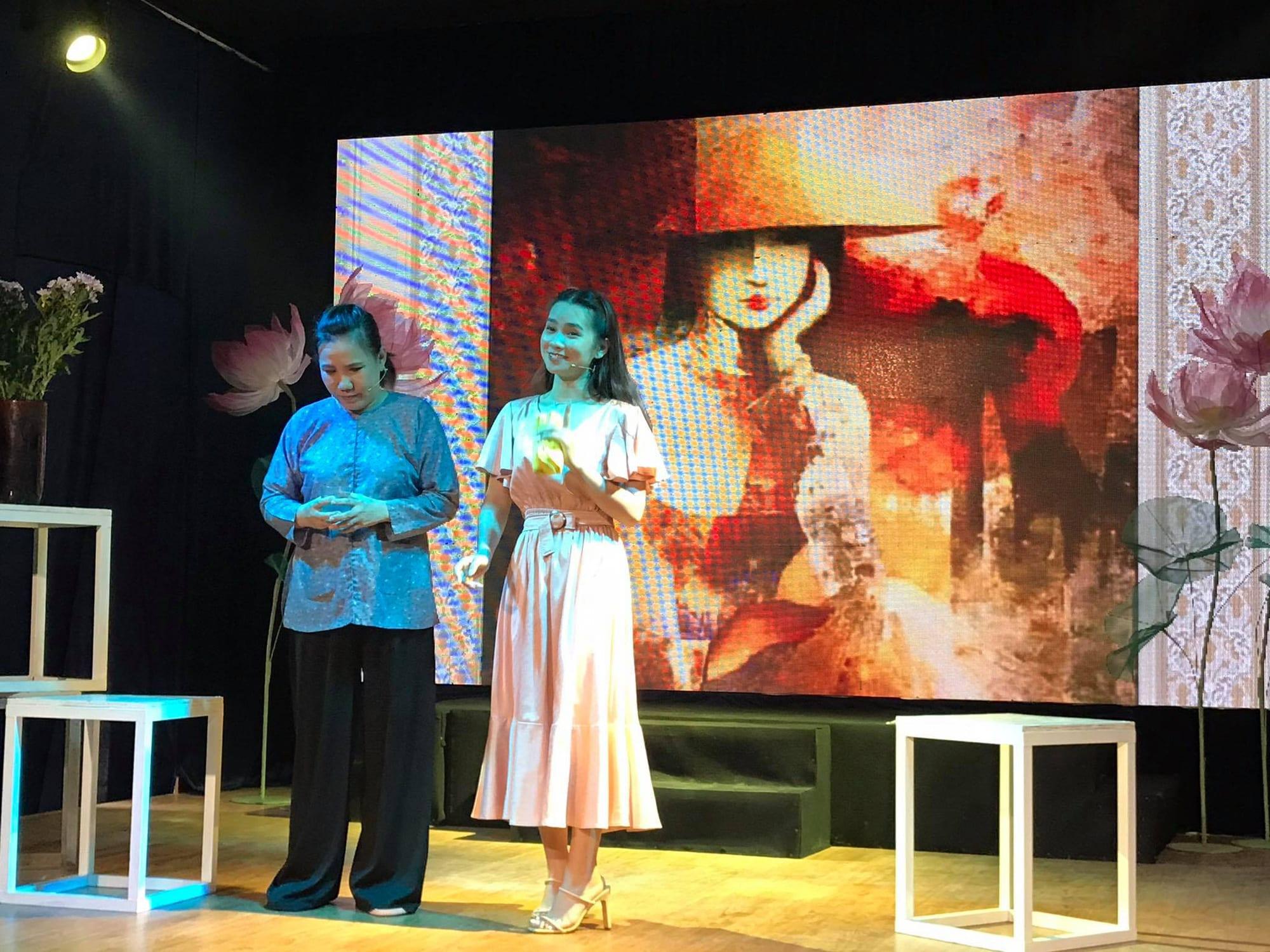 Án tình của sân khấu nhỏ Sen Việt, ba nghệ sĩ cuốn hút người xem - Ảnh 4.