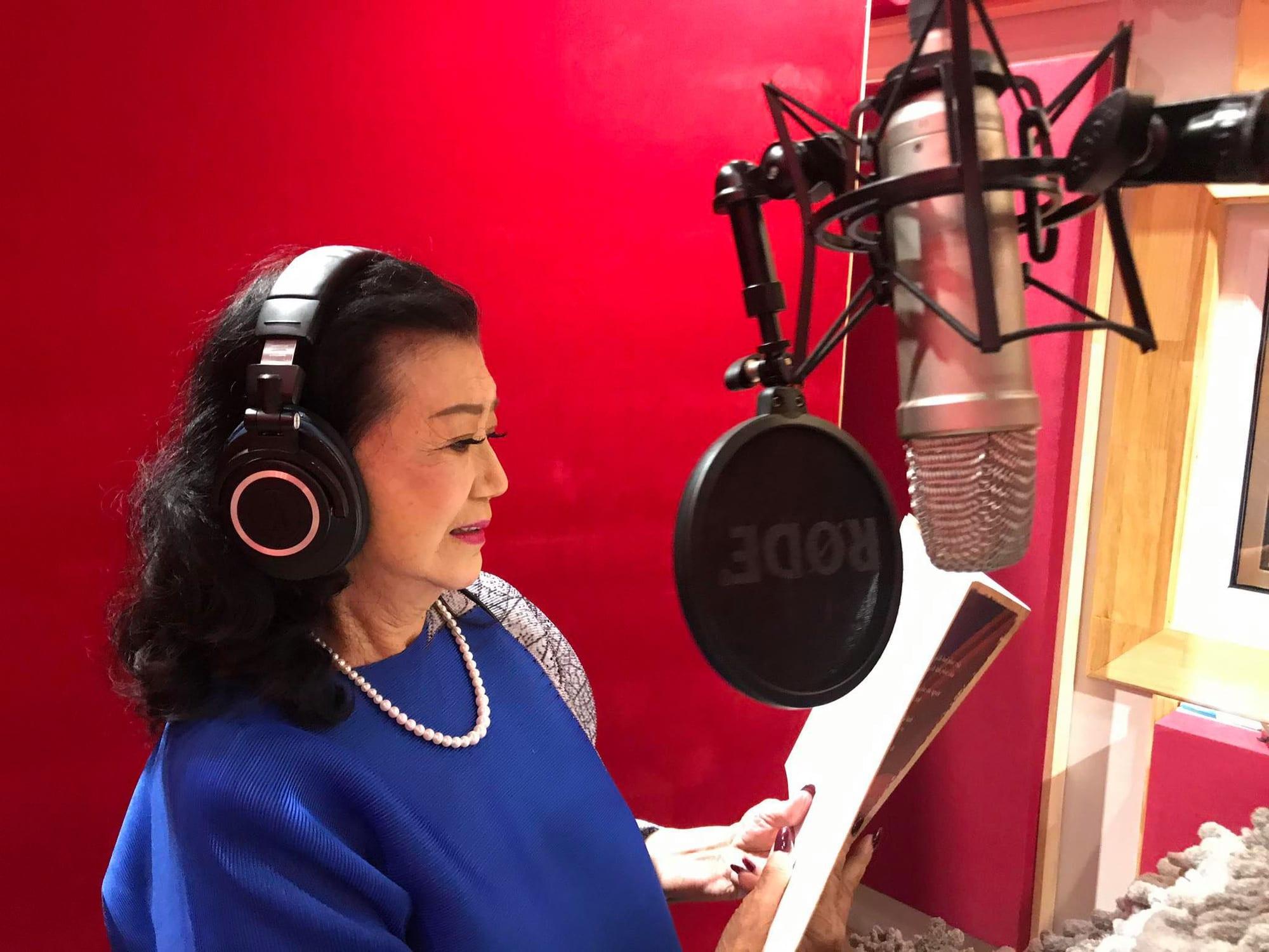 NSND Kim Cương đọc lời mở đầu hồi ký mà bà đã phát hành năm 2016