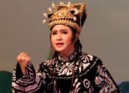 Nghệ sĩ Ngọc Quyền trong vai Lý Chiêu Hoàng do NSND Bạch Tuyết dàn dựng