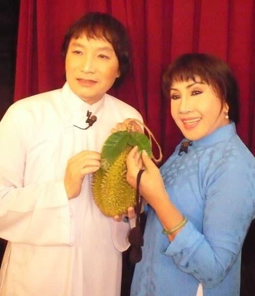 """Nghệ sĩ Minh Vương vai Hoàng và nghệ sĩ Lệ Thủy vai Diệu trong vở cải lương """"Lá sầu riêng"""""""