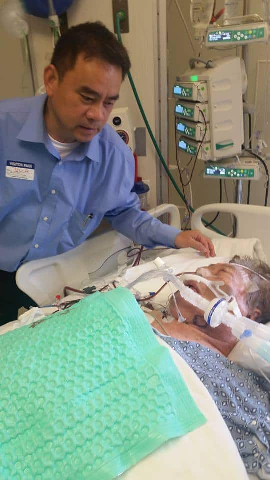 Ông bầu Hương Sỹ Nhân đến BV thăm soạn giả Yên Lang
