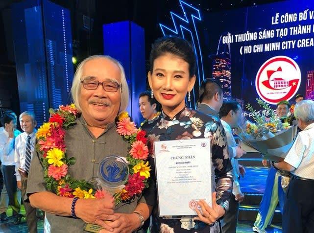 NSƯT Trần Minh Ngọc trong lễ đón nhận giải thưởng sáng tạo của TP HCM