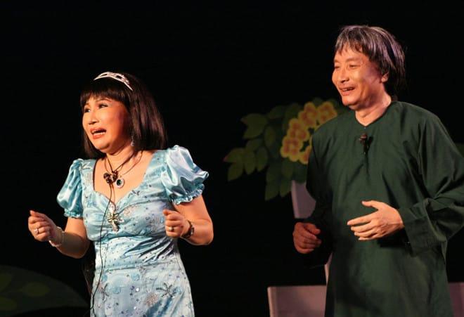 NSND Minh Vương và NSƯT Thanh Kim Huệ trong vở Sông dài