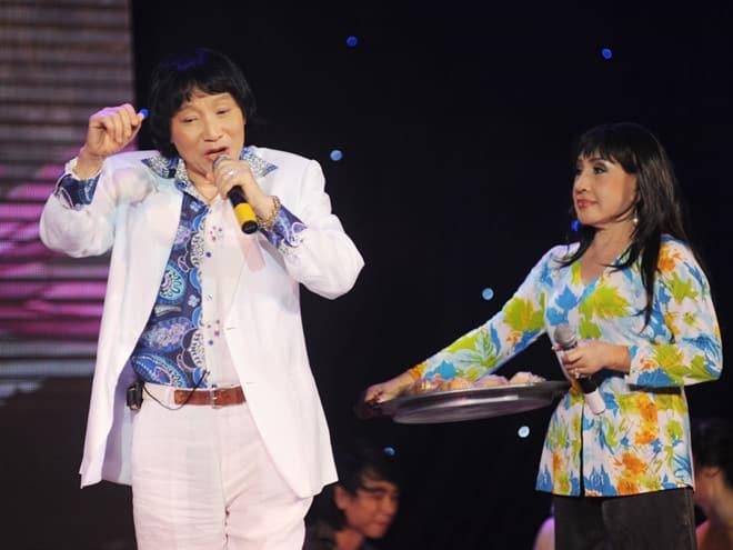 NSND Minh Vương và NSND Lệ Thủy với bài vọng cổ Bánh bông lan nổi tiếng. Ảnh: H.K