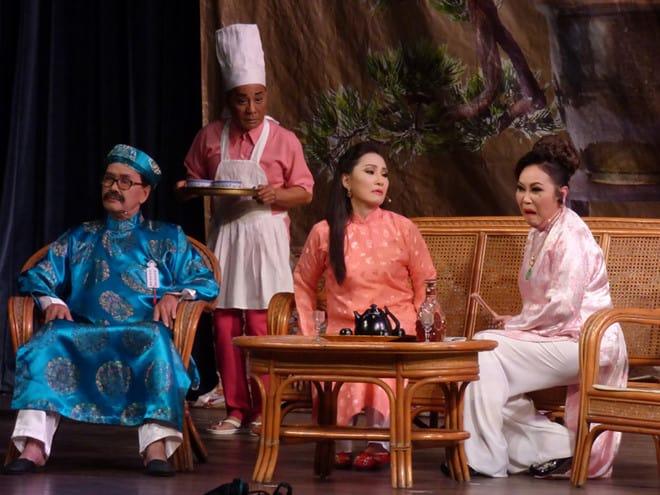 Từ trái sang: NSƯT Thanh Điền, danh hài Minh Nhí, nghệ sĩ Hồng Đào, nghệ sĩ Thanh Hằng trong Lan và Điệp. Ảnh: H.Kim