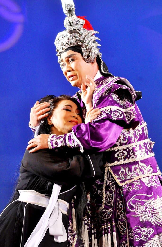 Công chúng mến mộ NSƯT Thanh Sang với vai Lục Vân Tiên cùng diễn với NSND Bạch Tuyết - vai Kiều Nguyệt Nga