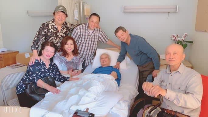 Các nghệ sĩ đến thăm nhạc sĩ Lam Phương