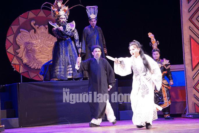 NS Trinh Trinh cứu nguy vở Tiên Nga, hóa thân hai vai trong suất diễn - Ảnh 3