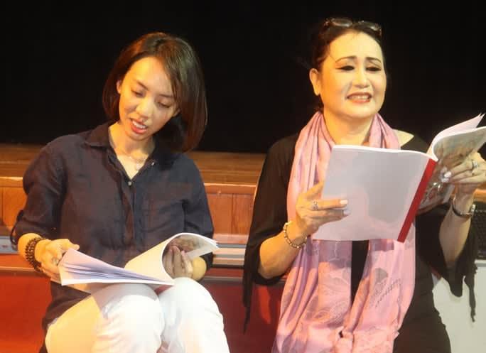 Diễn viên hài Thu Trang đóng cải lương, công chúng hoang mang