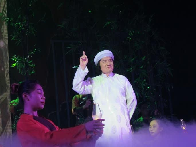 """NSND Minh Vương trong vai cụ Nguyễn Sinh Sắc - vở """"Tổ quốc cuối con đường"""""""