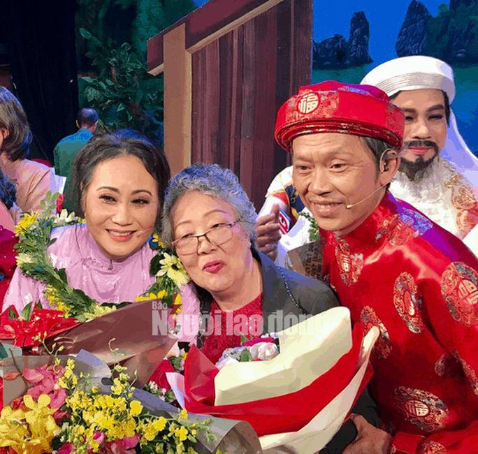 Danh hài Hoài Linh hé lộ nguyên nhân Áo cưới trước cổng chùa ăn khách - Ảnh 1.
