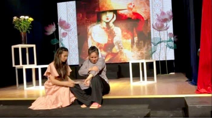 """Sân khấu mini có """"cứu"""" được nghệ thuật truyền thống?"""