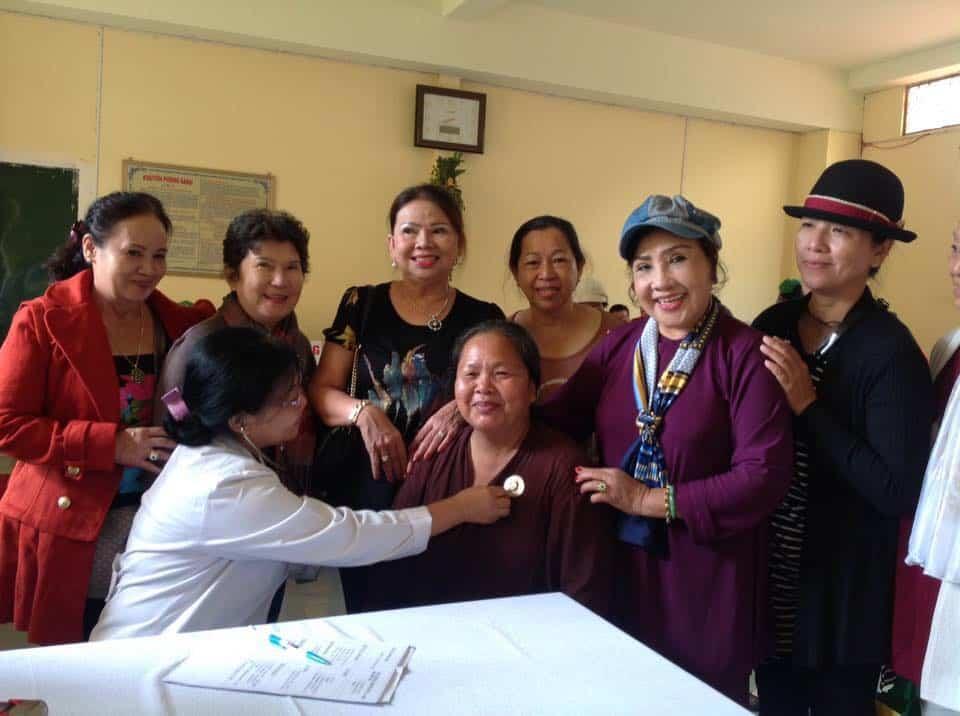 NSND Lệ Thủy và đoàn y bác sĩ khám chữa nệnh miễn phí tại Lâm Đồng