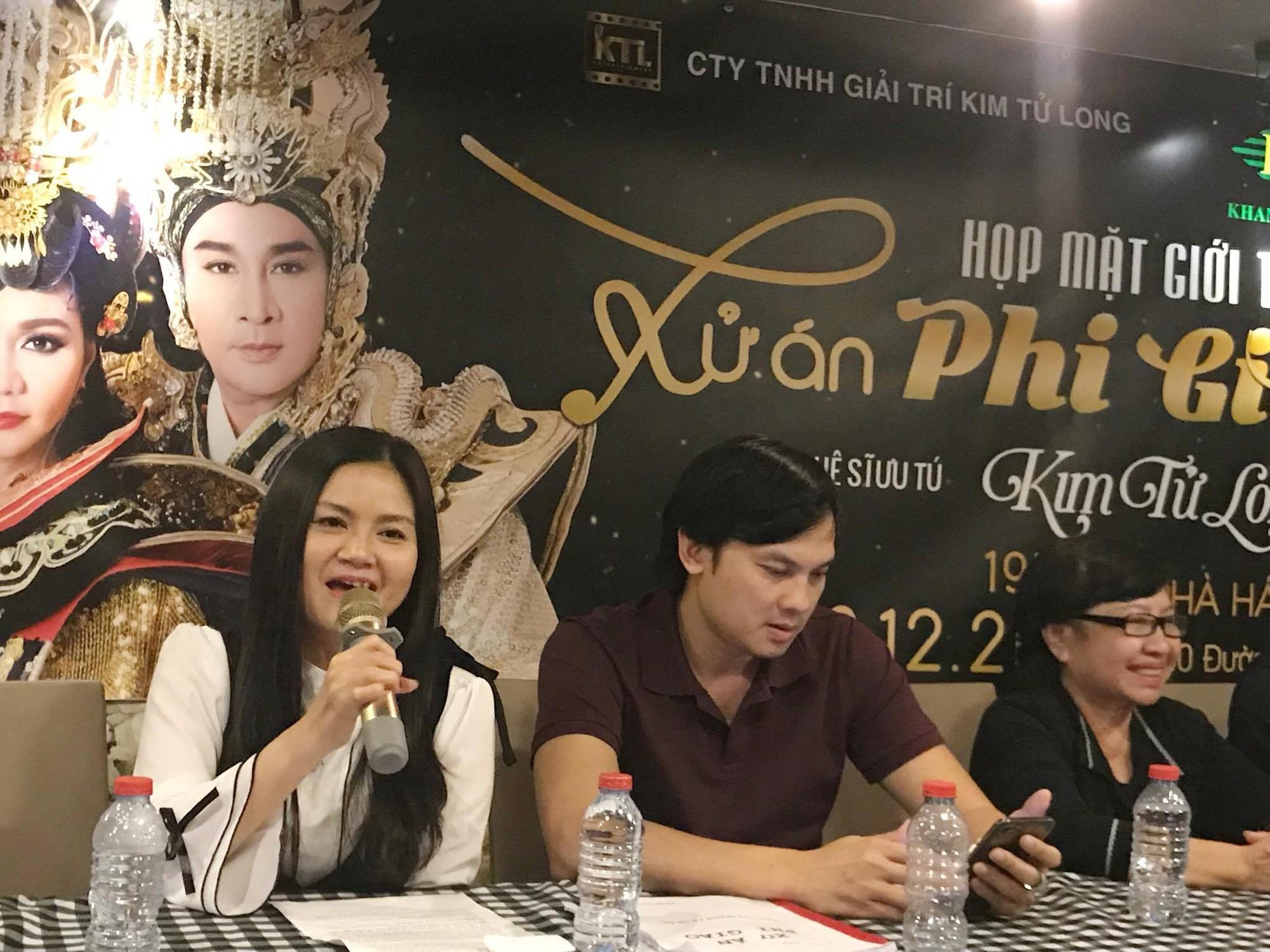Vợ Kim Tử Long mắng yêu chồng trong buổi họp báo - Ảnh 2.