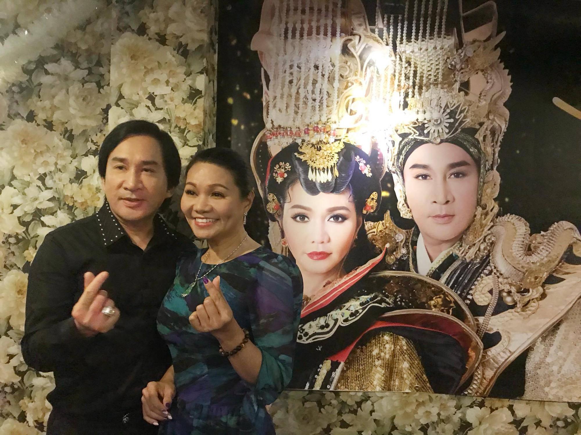 Vợ Kim Tử Long mắng yêu chồng trong buổi họp báo - Ảnh 3.