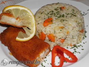 Zöldséges párolt rizs rántott tengeri halfilével