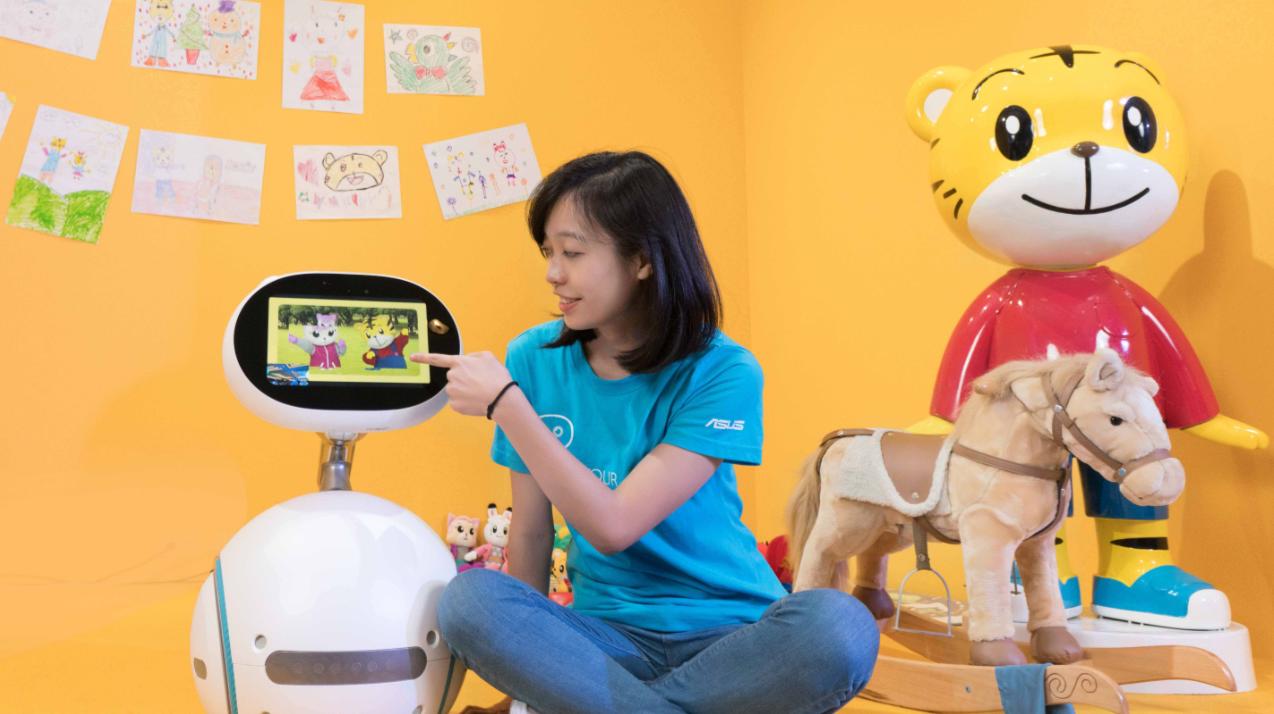 Zenbo與巧虎特別設計的多媒體趣味互動,模擬生活真實體驗,啟發孩子自然學習生活常識、數學邏輯和敏銳的判斷力.jpg