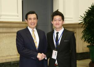 104年 當選全國大專優秀青年 總統馬英九 (2).jpg