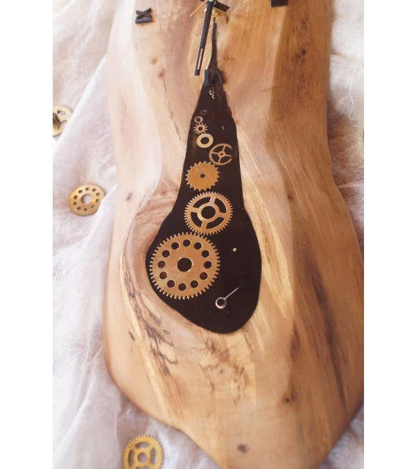 Reloj de madera vintage