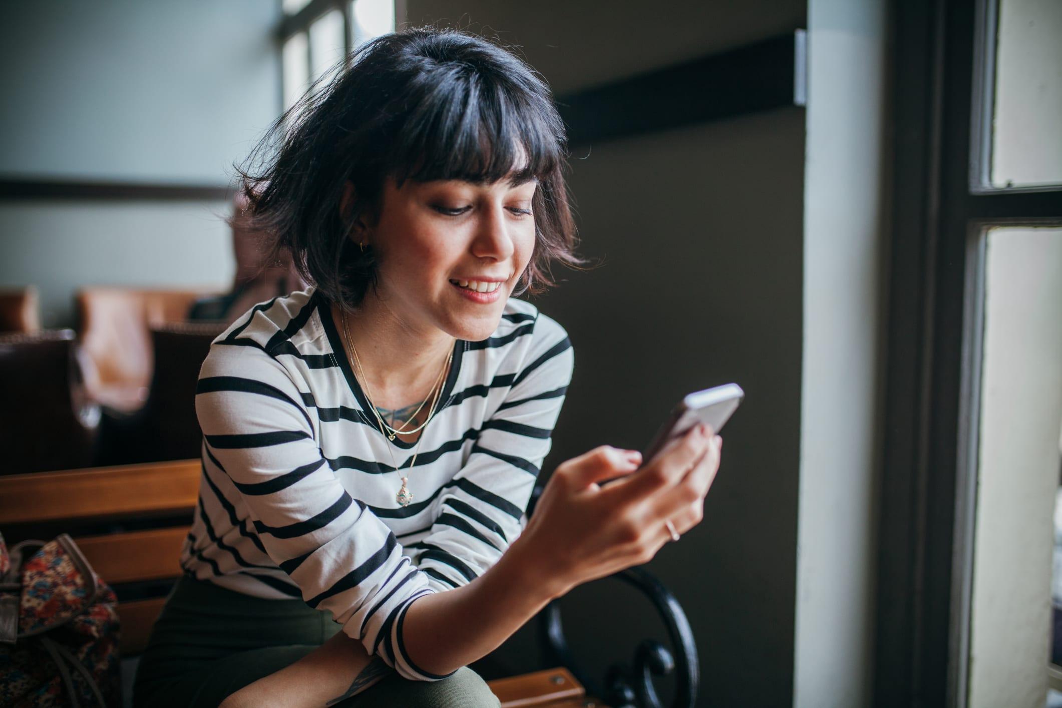 U kunt uzelf immers niet 'vastketenen' aan de vaste lijn. En puur werken met een mobiel nummer? Dat lost het probleem wel op, maar oogt een stuk minder professioneel. De oplossing?