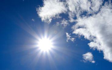 Solen syns på himlen