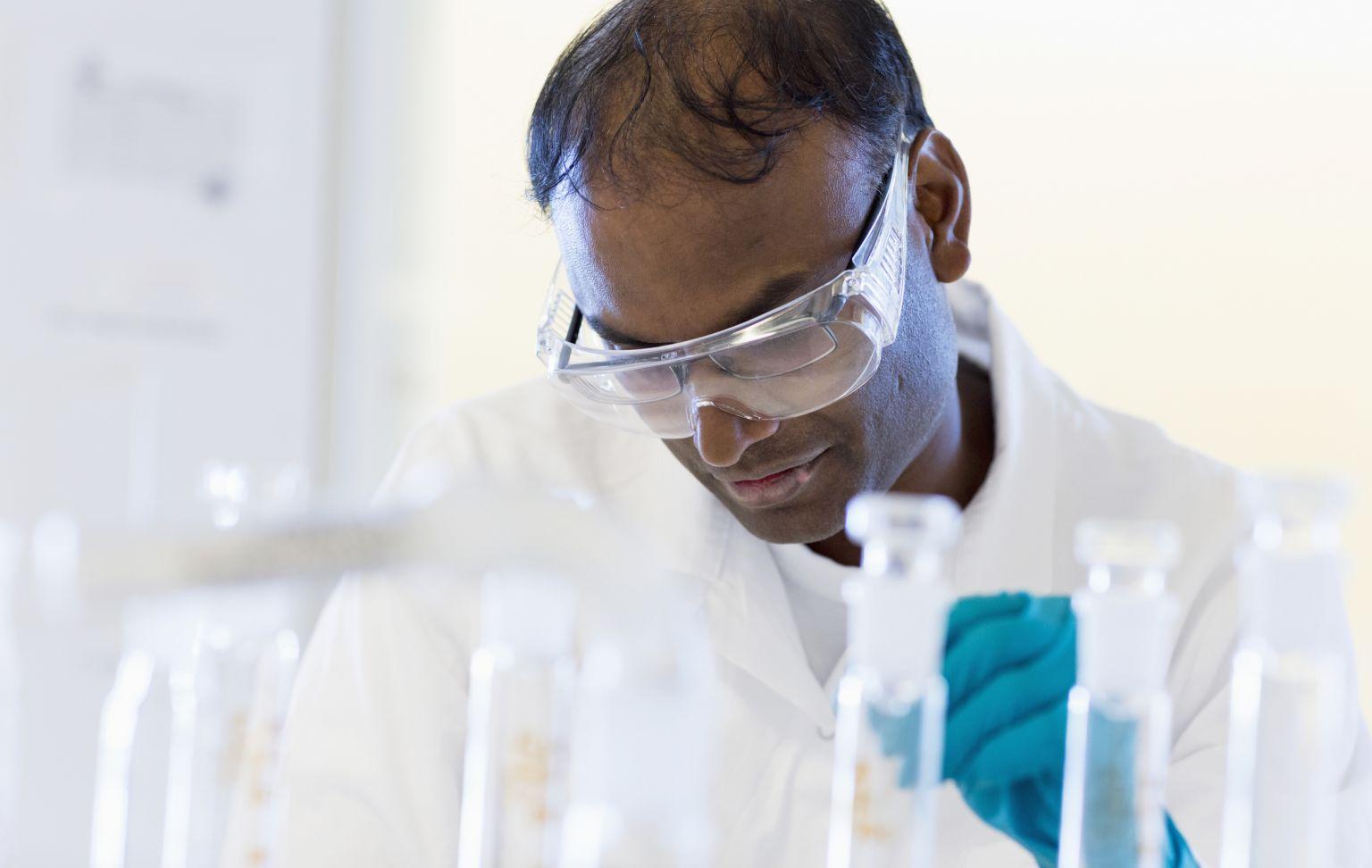 Forskare i laboratorium.