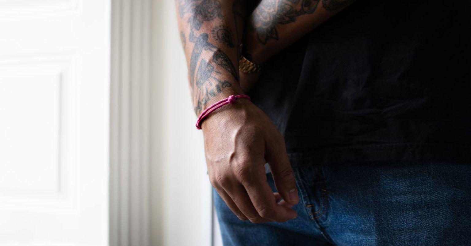 Ben Gorham med det rosa armbandet
