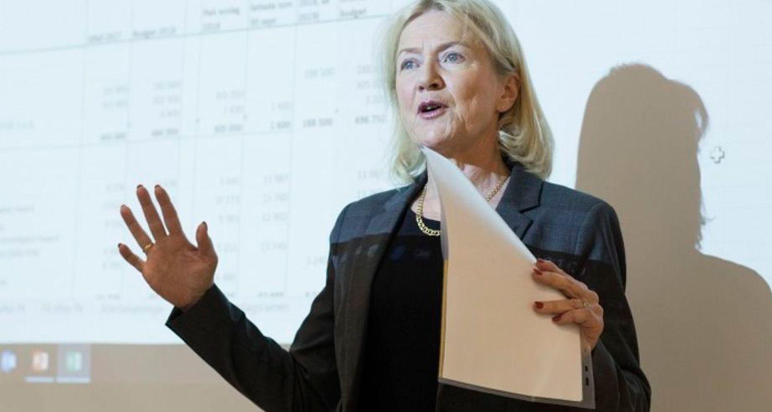 Porträtt av Anna Karlsson, vetenskaplig sekreterare och enhetschef för forskningsfinansiering på Cancerfonden.