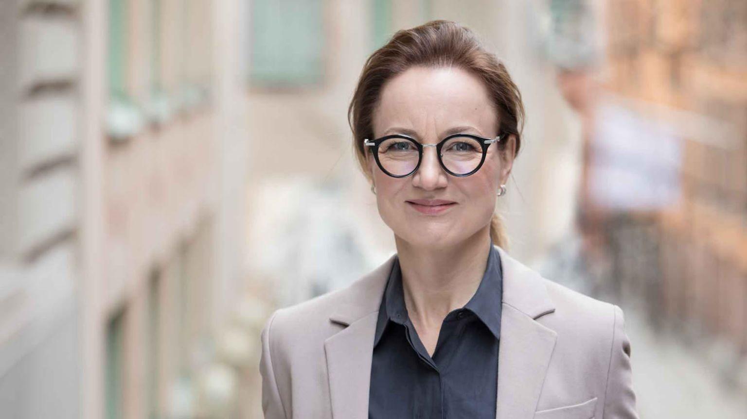 Cancerfondens generalsekreterare Ulrika Årehed Kågström tittar in i kameran