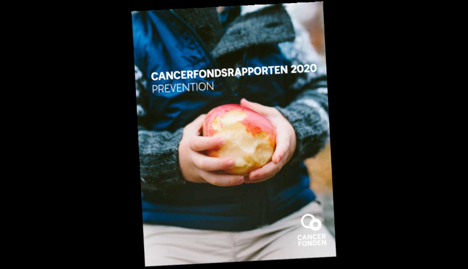 Omslagsbild till Cancerfondsrapporten Prevention 2020. En pojke håller ett äpple i sina händer.