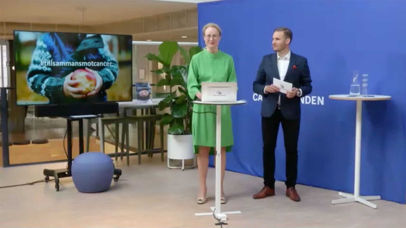 Cancerfondens generalsekreterare Ulrika Årehed Kågström och politiskt sakkunnig Simon Holmesson