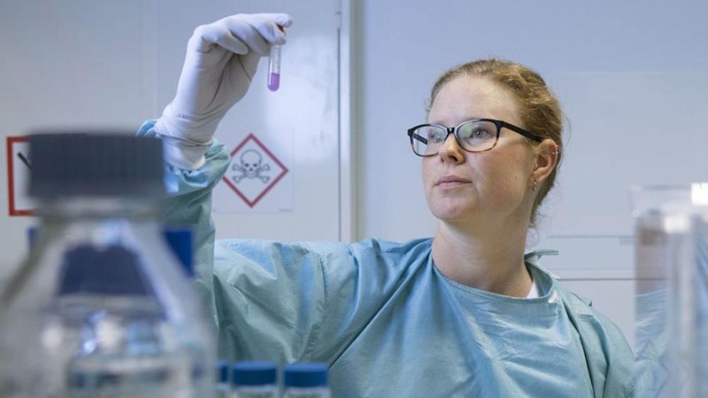 Emma Aneheim ingår i en forskargrupp som kan vara en ny metod att hitta små farliga tumörer på spåren.