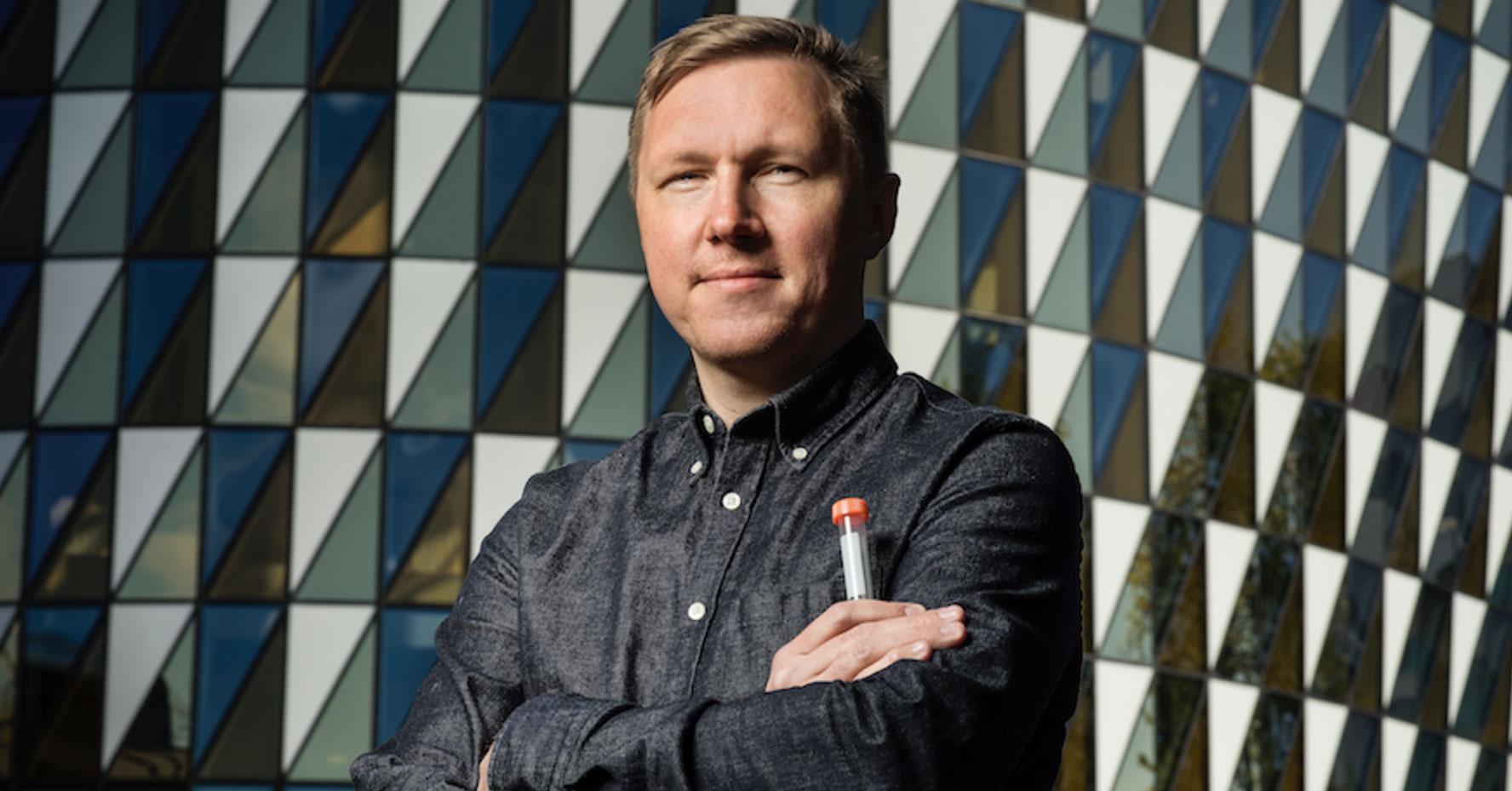 Porträtt av Petter Brodin, barnläkare och docent i immunologi.