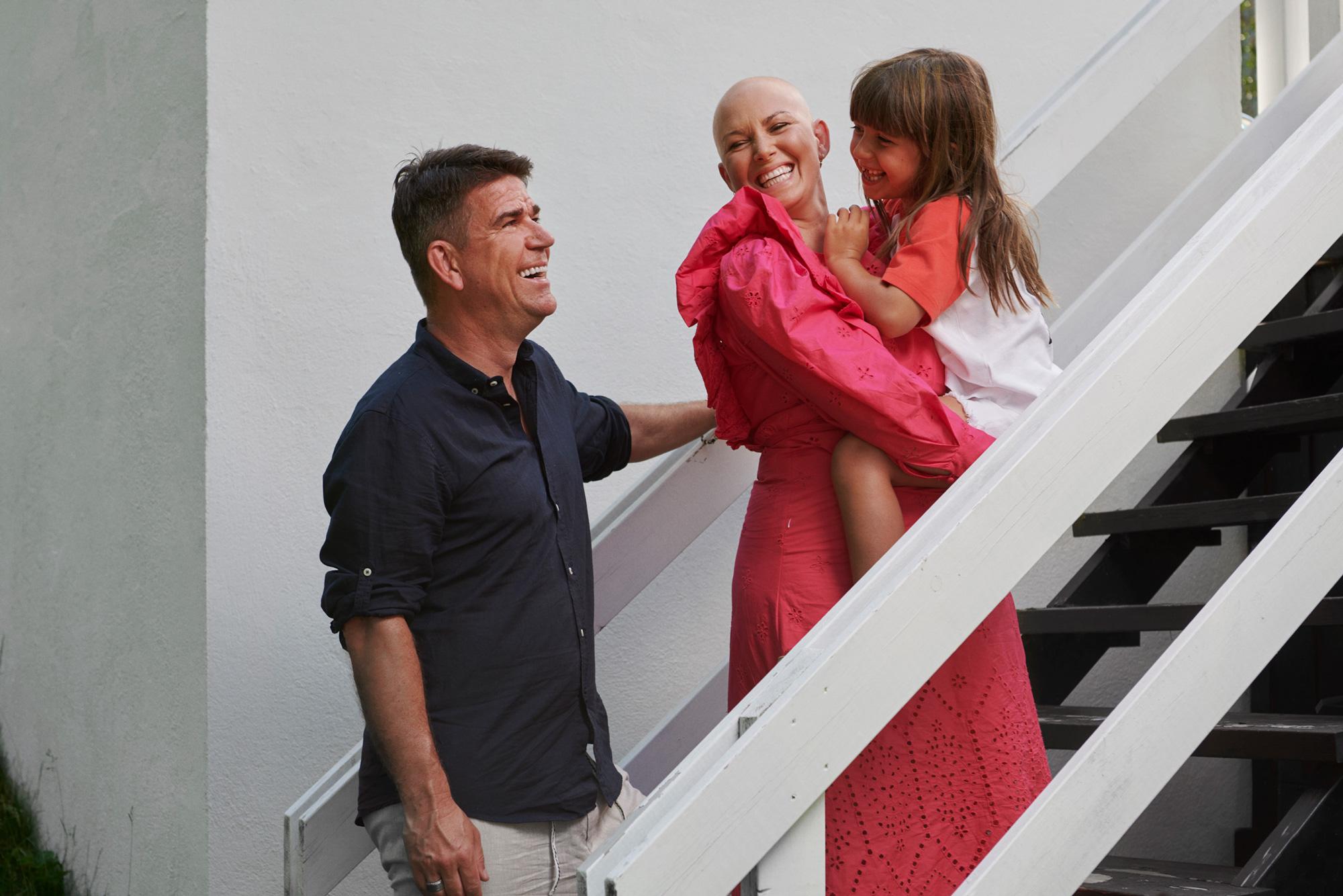 Hannah och Patrick Ekwall med dottern Tindra.