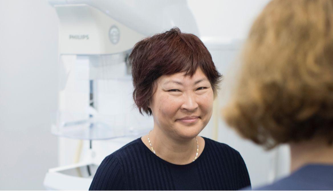 Patient vid screening för mammografi