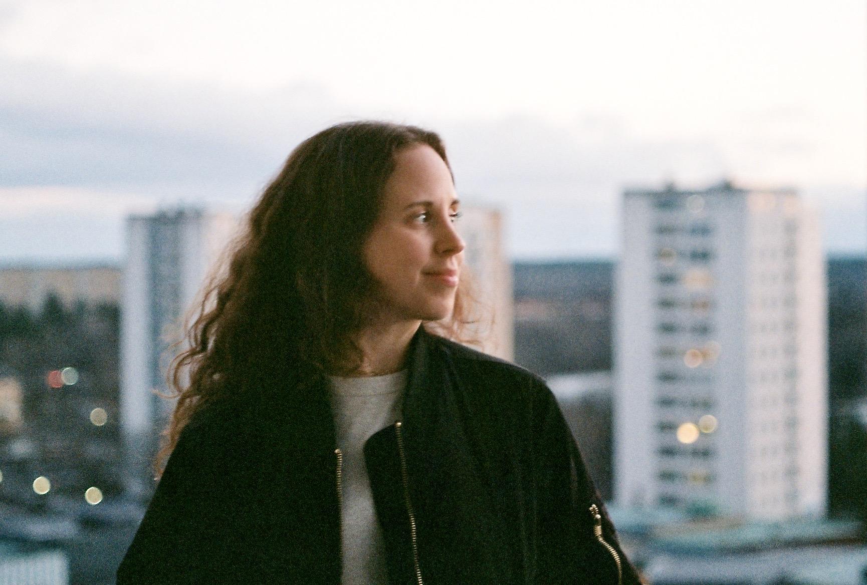 Lisa Ambjörn har skrivit serien Sjukt på SVT om sin cancerresa