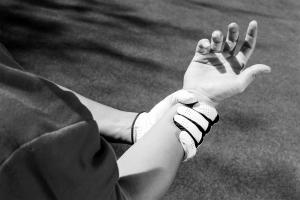 Golf pain wrist