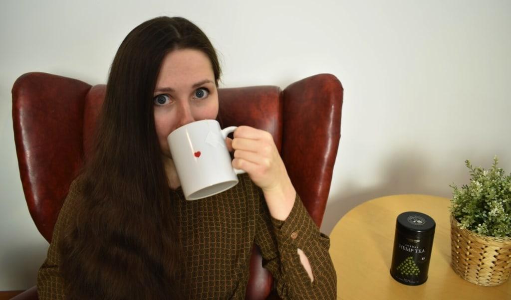 How does Luxury Hemp Tea taste?