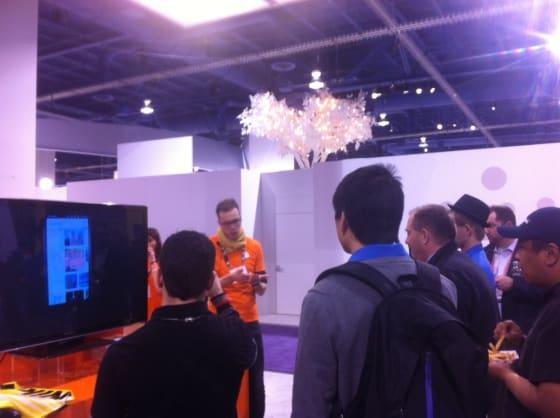 Mika demonstrating Ubuntu on the phone