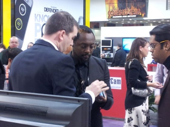 Will.i.am visiting Ubuntu booth