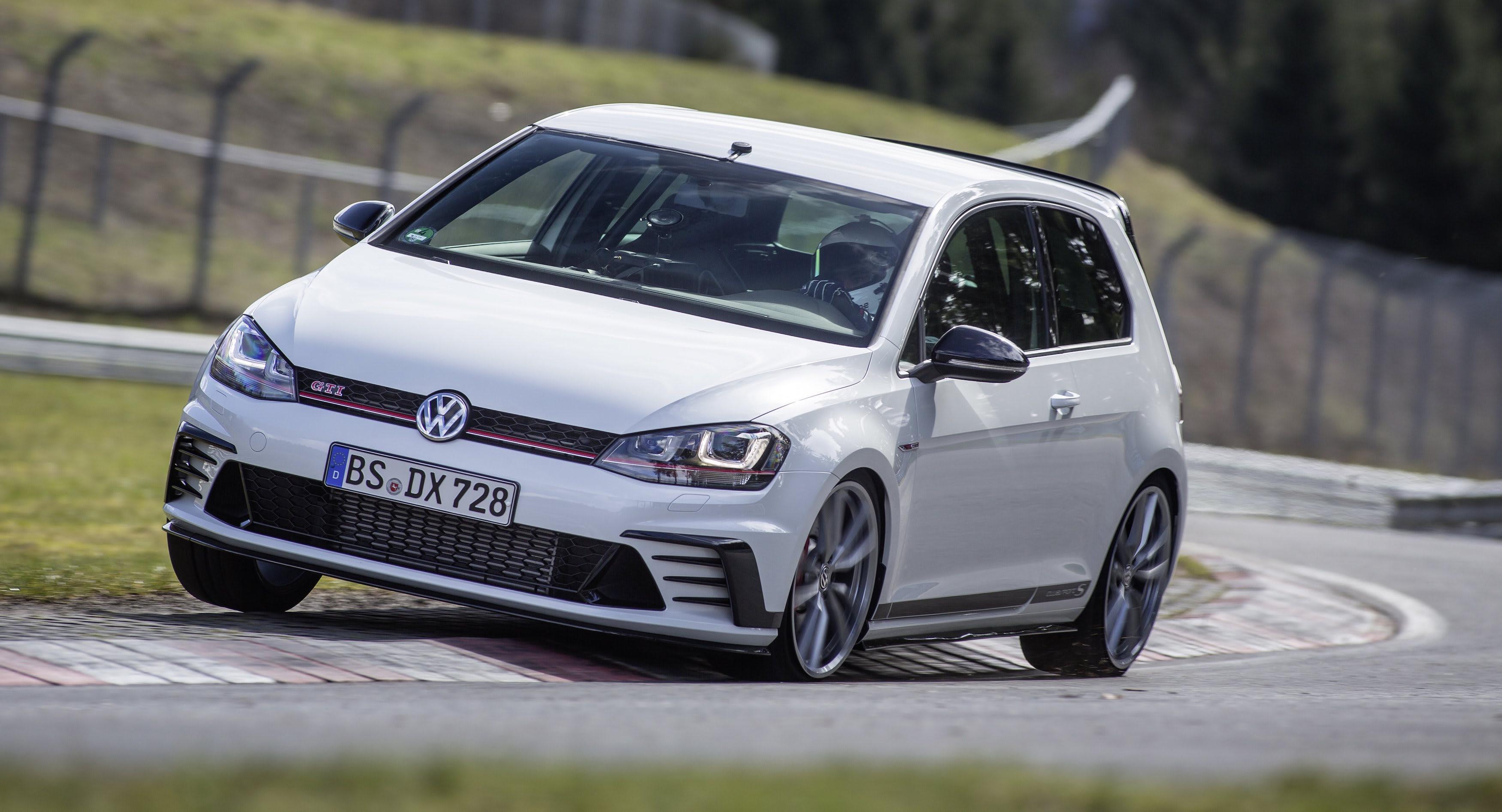 2017 Volkswagen Golf GTI Clubsport S Nurburgring4