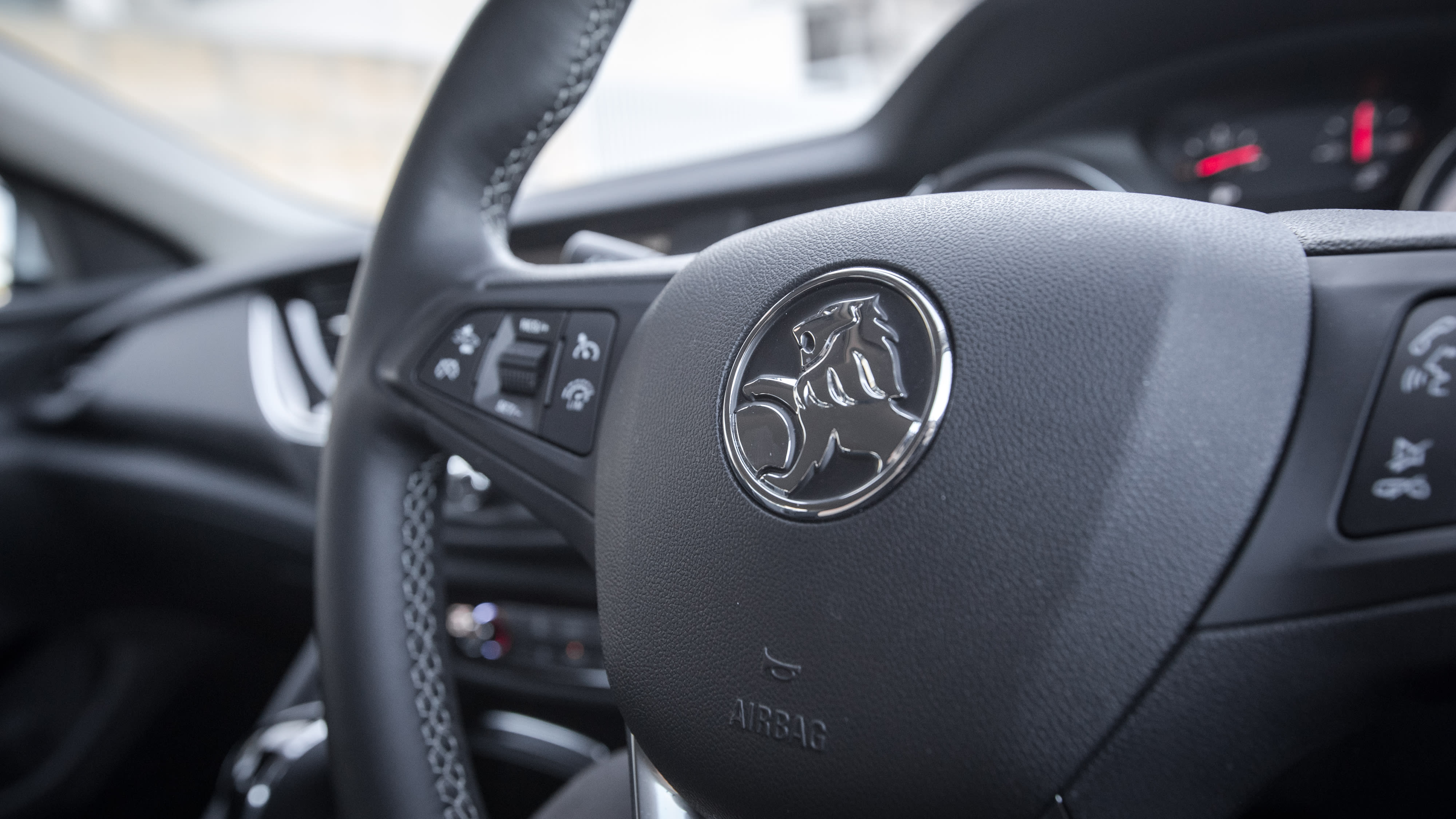 2018 Subaru Liberty 2.5i Premium v Holden Commodore RS 51 1