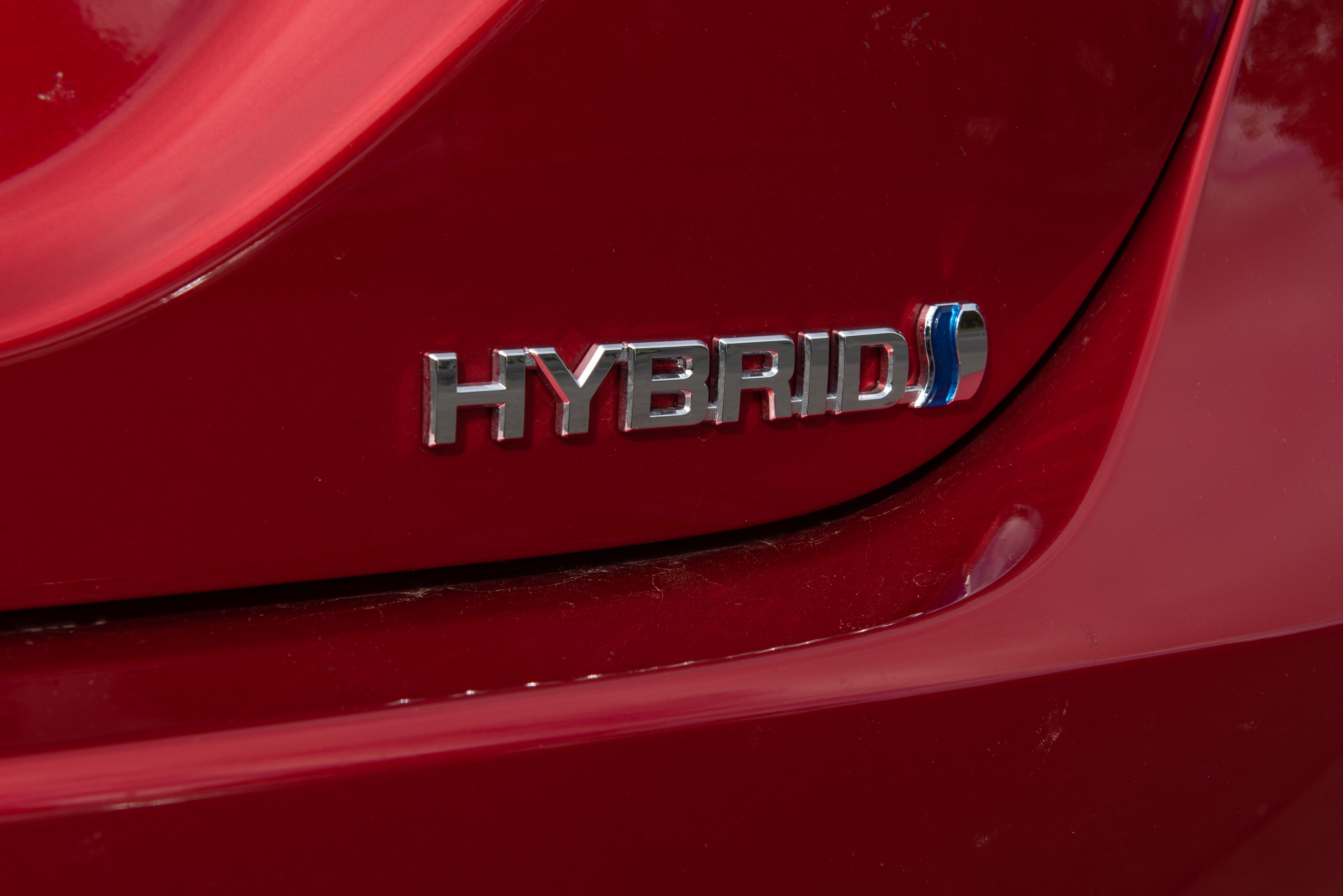 comparison camry hybrid vs calais 2018 camry 27